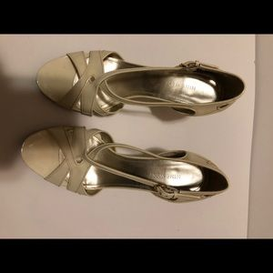 Nine West ivory sandal. Like new condition